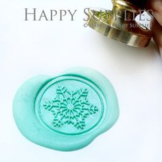 Hey, I found this really awesome Etsy listing at https://www.etsy.com/listing/155167712/1pcs-snowflake-gold-plated-wax-seal