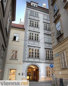 Mozart's house in Vienna behind St. Stephens.