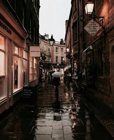 travel the world Polly Florence auf - City Aesthetic, Brown Aesthetic, Autumn Aesthetic, Travel Aesthetic, Aesthetic Vintage, Places To Travel, Places To Visit, Autumn Cozy, Autumn Fall