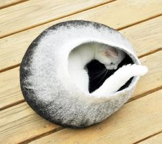 Best of Etsy: Cozy Handcrafted Cat Beds