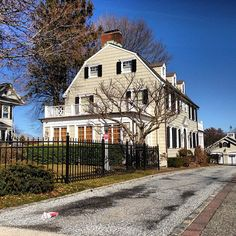 Pin for Later: The 21 Creepiest Haunted Houses in America The Amityville House Scary Places, Haunted Places, Abandoned Churches, Abandoned Places, Haunted Houses In America, Real Haunted Houses, Paranormal, The Amityville Horror House, Colorful Apartment
