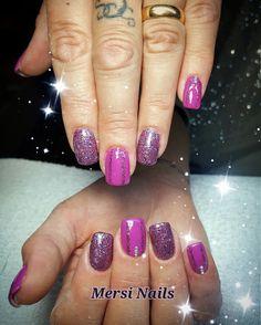 Un pò di glitter non guastano mai...  #nail #nailartist #passione #glitter #pink #gelnail #love #nailartclub #beauty #nails2inspire #naildesign