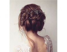 Acconciatura raccolta con treccia a corona. (Photo credit: Pinterest @MODwedding)