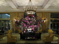 The glamour of the is eleganty preserved in this classic hotel. Old world charm & the type of service that only comes from Four Seasons, awaits you in Lisbon Lobby Interior, Best Hotels, Amazing Hotels, Four Seasons Hotel, Lounge, Lisbon Portugal, Hotel Lobby, Luxury Decor, Old World Charm
