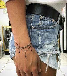 Handgelenk Armband Tattoos - Tattoo Ideen - Tattoos and Piercings - Tato Finger Tattoos, Body Art Tattoos, New Tattoos, Tatoos, Fashion Tattoos, Tribal Tattoos, Triangle Tattoos, Arrow Tattoos, Mini Tattoos