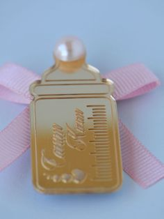 Pembe süslü biberon lazer kesim ayna pleksi Baby Shower, Fitbit Flex, Crochet Baby, Gifts For Kids, Gift Wrapping, Babys, Pink, Key Hangers, Christening