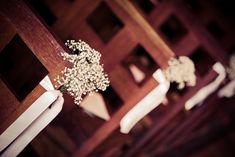 Gypsophile et rubans blancs sobre, simple et chic