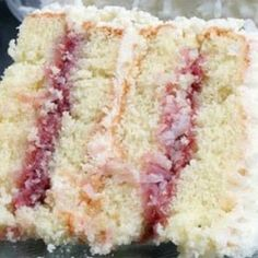 Coconut Cake With Raspberry Filling - Easy Recipes Coconut Cake With Raspberry Filling Recipe, Coconut Frosting, Strawberry Filling, Raspberry Cake, Strawberry Cakes, Coconut Cakes, Coconut Desserts, Delicious Desserts, Cake Icing