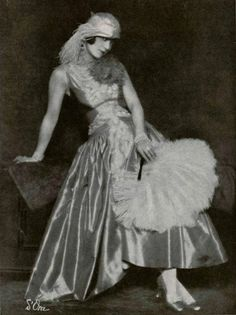 1927 Lanvin robe de style with feather accoutrements