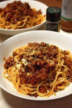 写真 Mie Goreng, Meat Sauce, Japanese Food, Italian Recipes, Pasta Recipes, Noodles, Spaghetti, Food And Drink, Low Carb