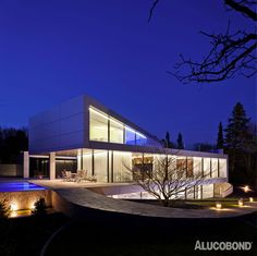 Project: Villa Trefz, Ingersheim | Germany Architects: Kai Dongus, Ludwigsburg | Germany Year of Construction: 2014 Product: ALUCOBOND® Silver Metallic Photos: Schwarz Fotodesign