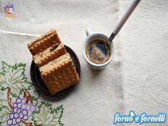 La voglia di dolce è sempre lì dietro l'angolo, fa ancora caldo ed il biscotto gelato al caffè è la merenda ideale per grandi e piccini.