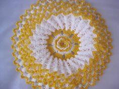 No pattern but there is a vide Crochet Mandala, Crochet Motif, Crochet Designs, Crochet Flowers, Crochet Lace, Crochet Chart, Thread Crochet, Crochet Stitches, Doily Patterns