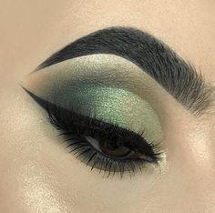 41 Looks: Makeup for St Patricks Day > CherryCherryBeauty.com [robertavixen / Instagram]