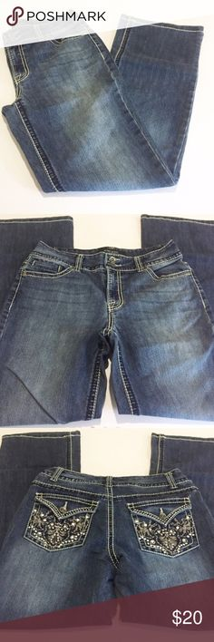 """Nine West Crop Jeans 👖 The Date Night Crop Jean. 30"""" inseam. Size 6/27 average. Rhinestone covered back pockets. Nine West Jeans Ankle & Cropped"""
