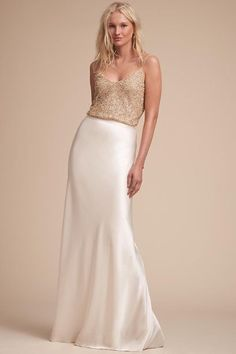 Are you wanting a glamorous wedding dress for your special day? We have a list of several gold glam Wedding dress photos that have stunning look into the design. There's no need to dramatize your h… Cheap Bridal Dresses, Inexpensive Wedding Dresses, Cheap Gowns, Wedding Dresses Photos, Cheap Wedding Dress, Designer Wedding Dresses, Bridal Gowns, Wedding Gowns, Bhldn Wedding