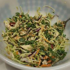 Chicken kale salad #latedinner ##lowcarb #lchf #eatclean #traindirty #sugarfree #glutenfree #paleo by tiffsjourneytofit