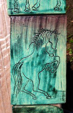 Jeden z 22 własnoręcznie zrobionych, narysowanych, poszkliwionych i wypalonych kafelków, z których zrobię ramę kominka ;)