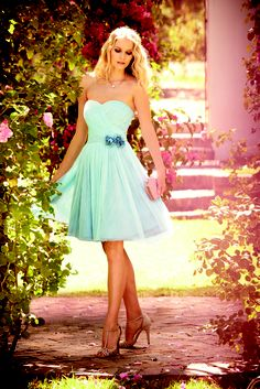 Jenni Packham, Pale blue prom dress