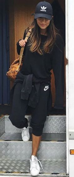 #spring #outfits woman wearing wearing black Nike sweater and sweatpants. Pic by @best__outfits__