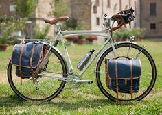 Mit dem Fahrrad verreisen.