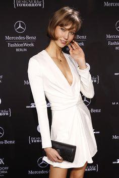 Supermodel Karlie Kloss is so damn sexy @ MBFW
