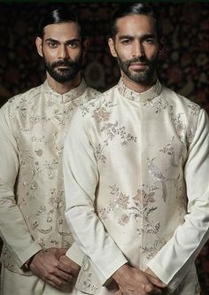 Servants at my-side when I was sleeping! Gents Wedding Dress, Wedding Outfits For Groom, Indian Inspired Fashion, Indian Men Fashion, Mens Fashion, Indian Groom Wear, Indian Wear, Kurta Men, Sherwani Groom