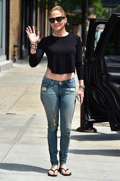 Jennifer Lopez was the epitome of casual chic in jeans, a cropped black tee and matching demure cat-eye sunnies! Love this stylish, yet chill, look! Summer Outfits, Casual Outfits, Cute Outfits, Casual Pants, Jlo Style, Instagram Outfits, Look Fashion, Fashion Outfits, Womens Fashion