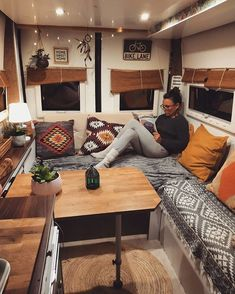 13 Coole Camper-Moderne Innenraum did you like the photo?[Total: 0 Average: Related posts: Amazing Camper Van Interior Ideas – House Topics 15 Best Camper Remodel Ideas 19 DIY Camper Van Remodel Inspirations – fancydecors Our DIY Camper: 2018 Tour Kombi Motorhome, Airstream Trailers, Kombi Home, Van Home, Campervan Interior, Airstream Interior, Camper Interior Design, Rv Interior Remodel, Airstream Decor
