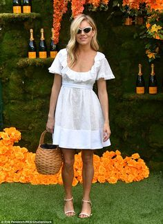 She flew in: British actress Sienna Miller looked like a fresh breath of spring air at the annual Veuve Clicquot Polo Classic in New Jersey on Saturday Star Fashion, Daily Fashion, Tokyo Fashion, Fashion Outfits, Style Sienna Miller, Veuve Cliquot, Nouveau Look, Polo Classic, Valentino Dress