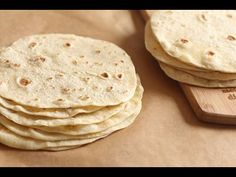 Pain pour tortilla Easy Delicious Recipes, Yummy Food, Paratha Bread, Bread Recipes, Cooking Recipes, Fajitas, Brunch, Food And Drink, Snacks