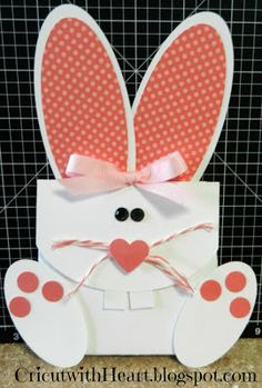 Artiste - Cricut with Heart: Bunny Treat Holder; Easter Projects, Easter Crafts, Crafts For Kids, Easter Gift Baskets, Treat Holder, Craft Show Ideas, Easter Celebration, Valentine Box, Cardmaking