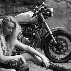 Happy Easter weekend everyone  stay safe on the roads  #solinvictus #caferacer #caferacerxxx #mercury #mercurycaferacer #custombike #custommotorcycle #scooter #wasp #newcastle #sydney #newtown #camperdown #ninetynineco #croig #tracker #menstyle #workshop #backtogrease #womenwhoride #fashion by sol_invictus_moto