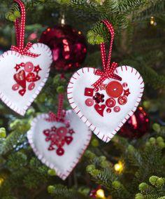 How to Make Felt Heart Christmas Decorations #christmas #sewing #handmade