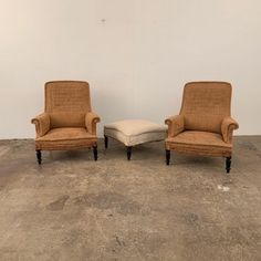 pair of armchairs Napoleon III era cleared. Traditional quilting in excellent condition, to be covered. I join a footrest or stool of the same era and Napoleon, Foot Rest, Armchairs, Art Decor, Home Decor, Love Seat, Stool, Pairs, Couch