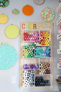 I love this simple idea for how to organize craft paint! and the tutorial tells you how to make it! - Sugar Bee Crafts