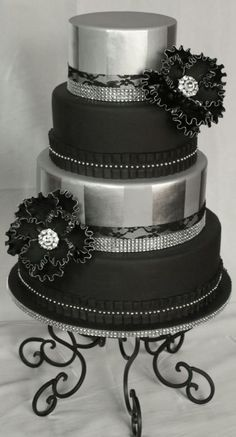 Black and silver cake - Cake by Cakery Creation Liz Huber