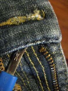Replace the Zipper in Jeans Learning Alterations- An Entire Site Dedicated To Alterations! Above: How to replace a zipper in jeans Sewing Hacks, Sewing Tutorials, Sewing Crafts, Sewing Projects, Sewing Patterns, Sewing Tips, Sewing Jeans, Sewing Clothes, Techniques Couture
