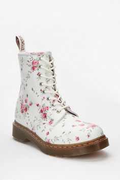 Floral docs, yes. #urbanoutfitters
