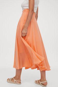 Kellohame - Vaaleanoranssi - NAISET | H&M FI 3 Trending Art, Skirt Pants, Shorts, Light Orange, White Skirts, Fashion Company, Ankle Length, World Of Fashion, Woven Fabric