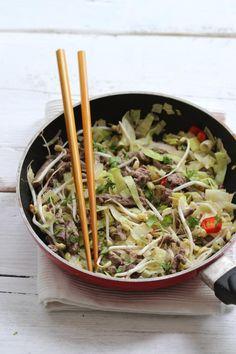 Wokgerecht met groenten en rosbiefreepjes - Lekker en Simpel