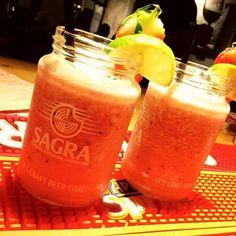 Comparte tus momentos #ruzafagente con nosotros.  @cafeberlinvalencia  Batido de fruta sin alcohol #cafeberlinvalencia #berlinvlc #cafeberlin #valencia #valenciacity #ruzafa #ruzafagente #ruzafamola #russafa #batidos #batidos #con #fruta #frutas #bar #barista #bartending #bartender #bartenderlife