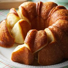 Buttery Bubble Bread Recipe -Homemade bread can be time-consuming, difficult and tricky to make. But this fun-to-eat monkey bread, baked in a fluted tube pan, is easy and almost foolproof. If I'm serving it for breakfast, I add some cinnamon and drizzle i How To Make Bread, Food To Make, Quick Bread, Fluted Tube Pan, Bubble Bread, Bread And Pastries, Dinner Rolls, Bread Baking, Pan Bread