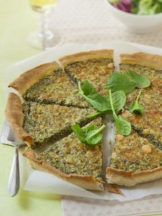 Quiche a l Quiche a l Pesto Recipe, French Food, Salmon Burgers, Dinner Recipes, Veggies, Food And Drink, Cooking, Breakfast, Ethnic Recipes