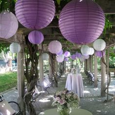 Gorgeous pre-reception drinks area in the garden, with a nice splash of lilac.