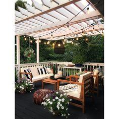 Pretty backyard pergola with vines, string lights and greenery. Great backyard design for parties. Home design decor inspiration ideas. Design Eclético, Patio Design, House Design, Design Ideas, Pergola Designs, Modern Design, Terrace Design, Creative Design, Design Trends