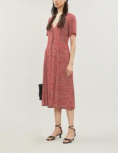 Meet Locklin, the midi to rival the many (many) calf-skimming styles we've seen lately. Ditsy florals and a softly cinched waist clinch it as a style we'll be buttoning up day in, day out. Selfridges London, Ditsy, Crepe Dress, Reformation, Awards, Floral Prints, Short Sleeve Dresses, Pretty, Model
