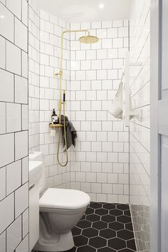 30 Small Bathroom Design Ideas Small Bathroom Solutions 90 Awesome Master Bathroom Remodel Ideas On A Budget Bathroom Bathroom designs ideas can be anything, provided that it inc. Very Small Bathroom, Tiny Bathrooms, Tiny House Bathroom, Modern Bathroom Design, Bathroom Interior Design, Bathroom Designs, Small Shower Room, Small Bathtub, Narrow Bathroom