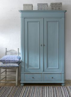 Butik Lanthandeln - Underbart skåp i blå/turkost med dubbla dörrar