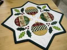 New patchwork table runner pattern christmas 2015 Ideas Patchwork Table Runner, Table Runner And Placemats, Table Runner Pattern, Quilted Table Runners, Christmas Patchwork, Christmas Sewing, Christmas Projects, Holiday Crafts, Christmas Quilting